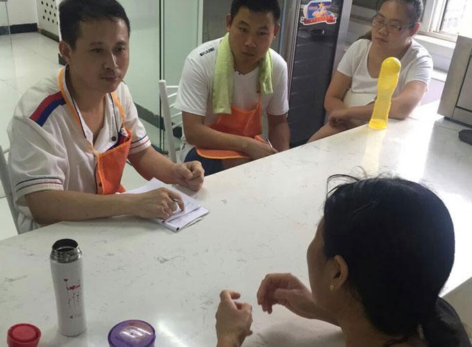 西安陈师傅与学员交流火锅技术